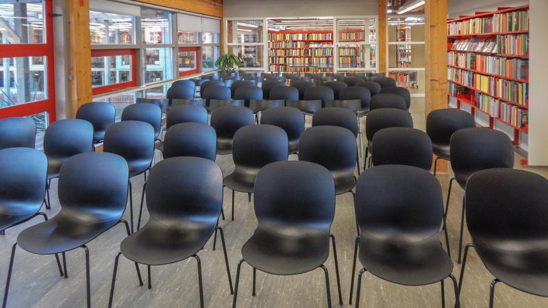 Mødelokale i Nivå med opstilling til foredrag