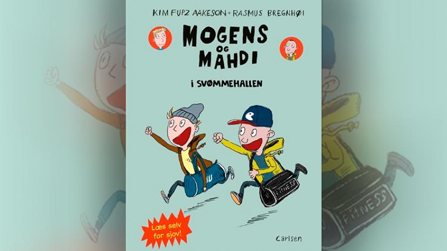 Forside: Mogens og Mahdi i svømmehallen.